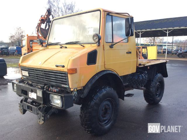 mercedes benz unimog 424 4x4 utility vehicle in u s army depot germersheim rheinland pfalz. Black Bedroom Furniture Sets. Home Design Ideas