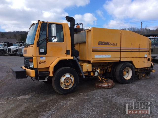 Elgin Eagle Sweeper on 1996 Ford CF7000 Truck