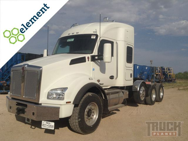 2015 Kenworth T880 Tri/A Conventional with Sleeper