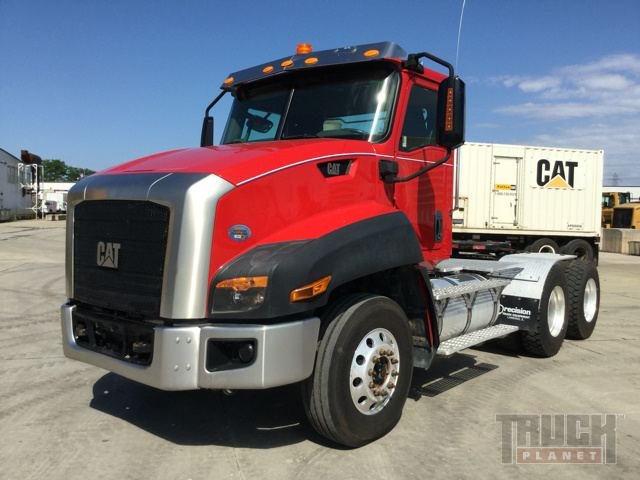 2013 Cat CT6605 T/A Conventional Day Cab