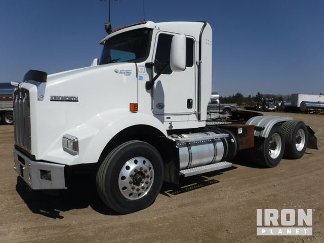 2011 Kenworth T800 T/A Conventional Day Cab