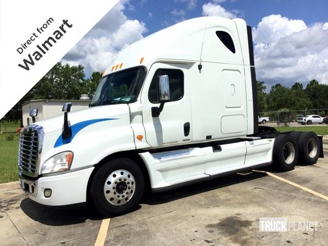 2010 Freightliner Cascadia T/A Conventional w/Sleeper