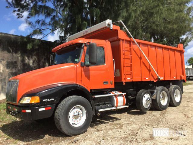 1999 Volvo VN T/A Dump Truck