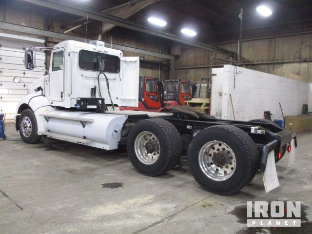 Detail photo of 2013 Peterbilt 384 from Construction Equipment Guide