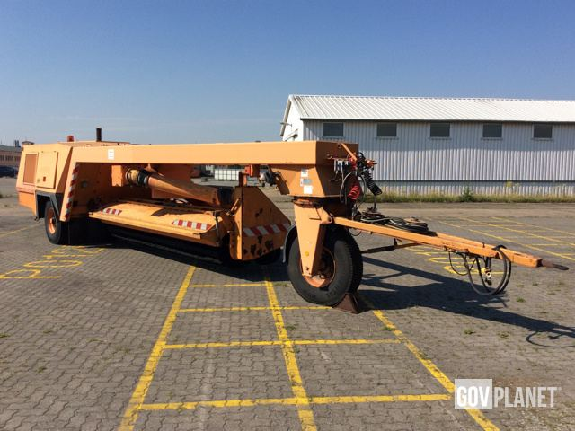 Sch Rling Kbg P17b Runway Sweeper Attachment In Us Army