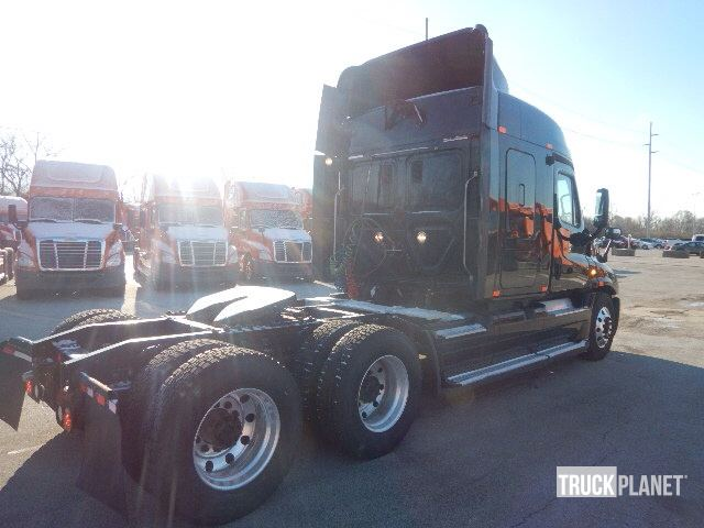 Detail photo of 2011 FREIGHT KING Cascadia 125 from Construction Equipment Guide