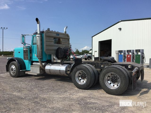 Detail photo of 2009 Peterbilt 389 from Construction Equipment Guide