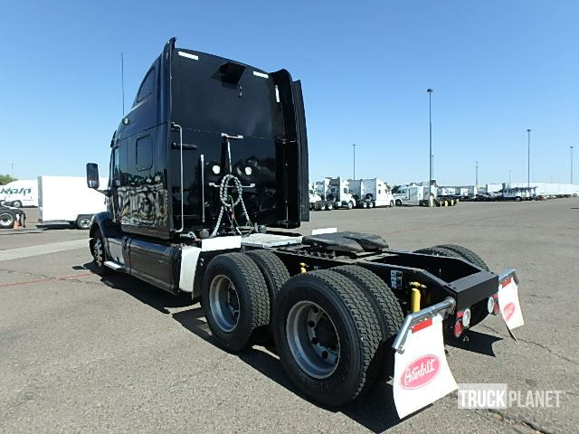 Detail photo of 2014 Peterbilt 587 from Construction Equipment Guide