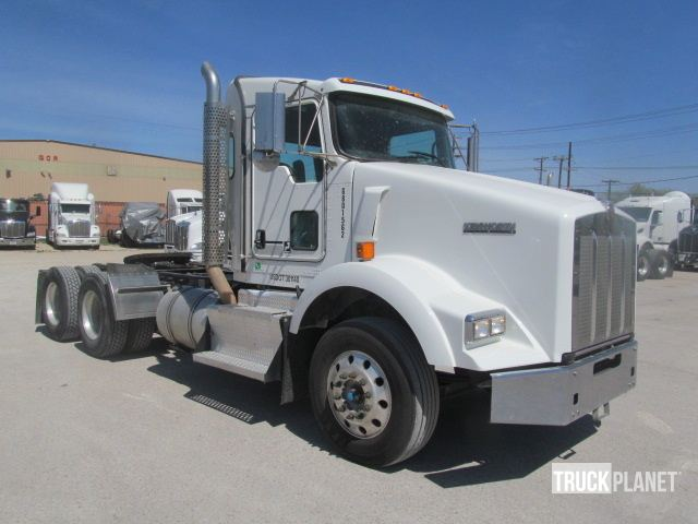 Detail photo of 2014 Kenworth T800 from Construction Equipment Guide