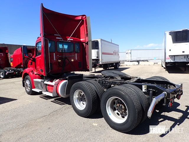 Detail photo of 2014 Peterbilt 579 from Construction Equipment Guide