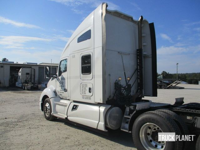 Detail photo of 2013 Kenworth T680 from Construction Equipment Guide